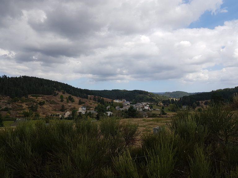 Le Faux village