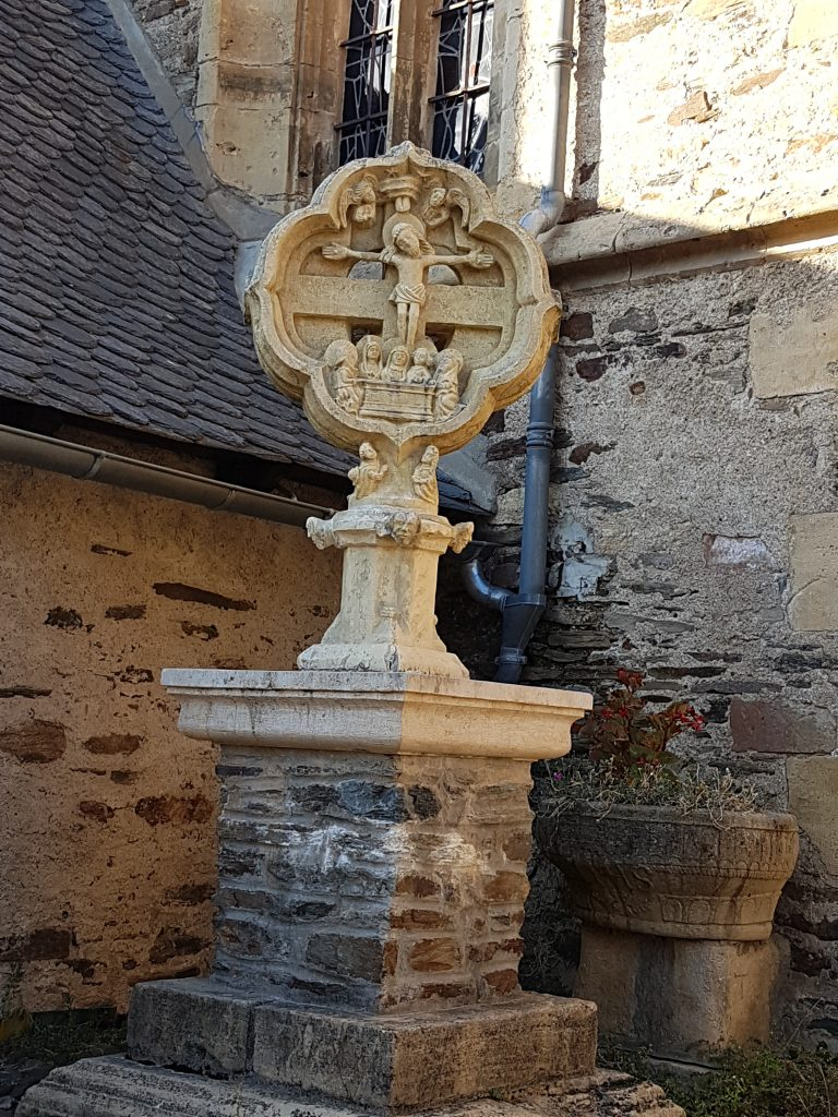 Estaing cross