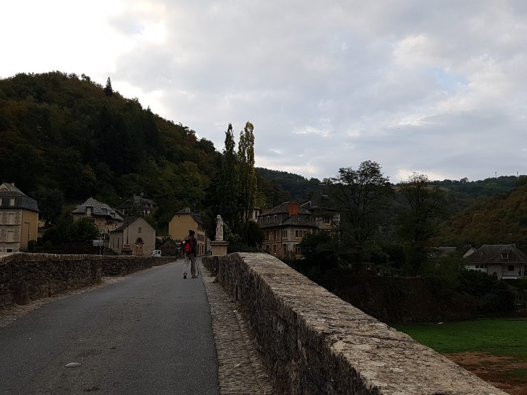 on the bridge to Estaing